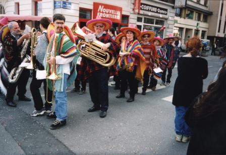 """Défilé """"comme au Mexique"""" Annemasse en 2001"""